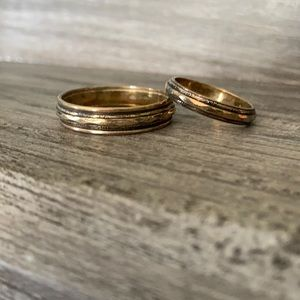 His and hers wedding bands sz 7 and sz 13